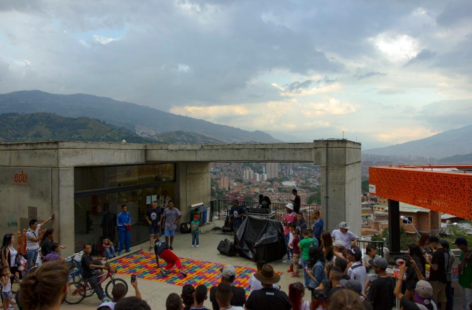 18-04-10-Colombia-Comuna-13-Tourism-Breakdance